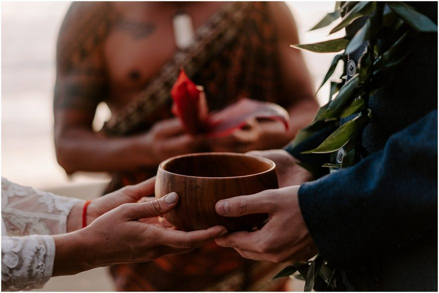 Hawaii wedding ceremony with Kahu
