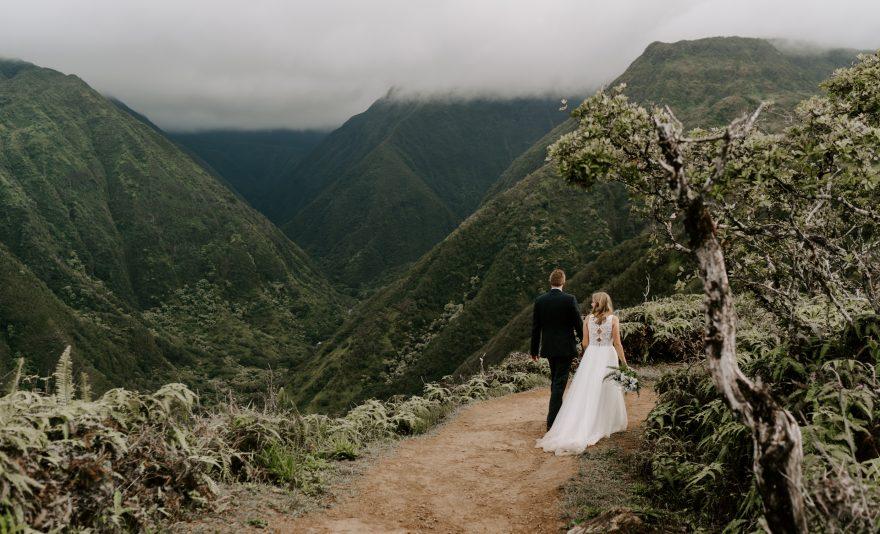 Hawaii-elopement-in-mountains